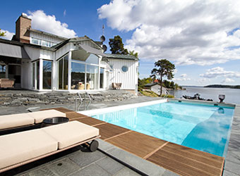 Exclusive sea ranch with private beach on liding 246 stockholm to rent